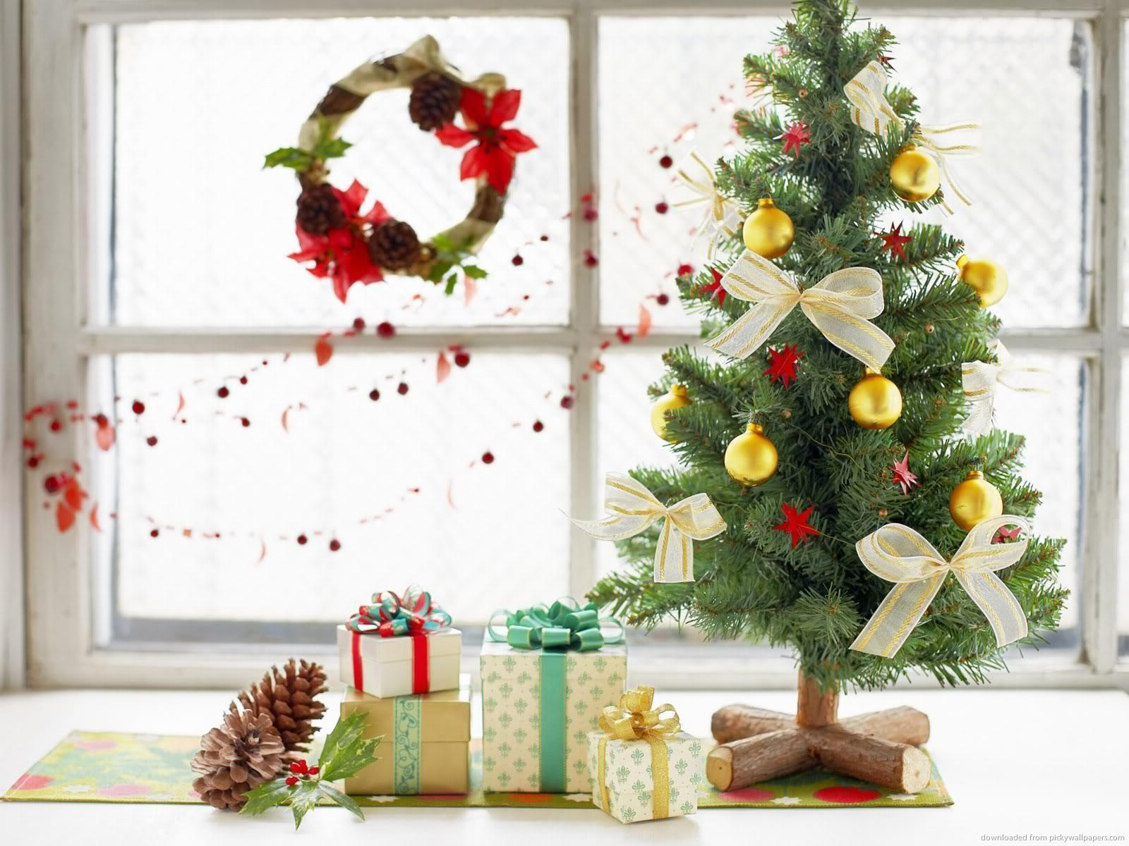 Christmas Tree With Gifts Picture. Christmas Tree With Gifts