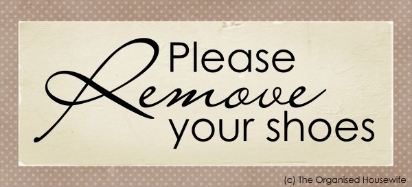 Fantastic Printable} Please remove your shoes sign - The Organised Housewife OL18