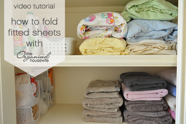 {The Organised Housewife} How to Fold Fitted Sheets