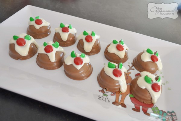 CHEATS MINI CHRISTMAS PUDDINGS - 3 ingredients + 10 minutes you'll have a platter full of delicious mini christmas puddings!