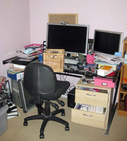 Decluttering And Organising Your Office Desk The