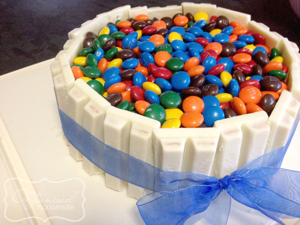 If you don't want to spend time baking but also want to jazz up your dessert, here are 10 ways to jazz up a store bought cake and turn it into a masterpiece. It won't even look like you bought it from the store!