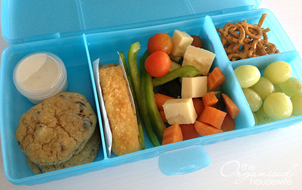 {The Organised Housewife} Lunchbox idea - Fish fingers and salad