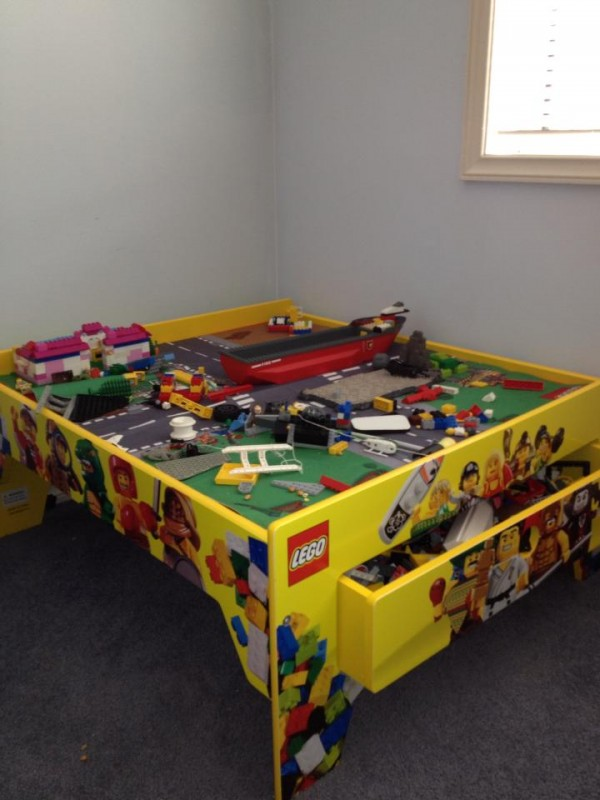 shared by ffyona r lego table this is cool - Boys Room Lego Ideas