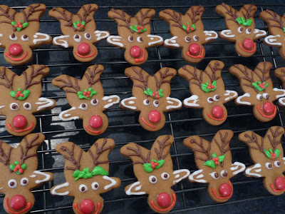 {The Organised Housewife} How to make gingerbread reindeer 2