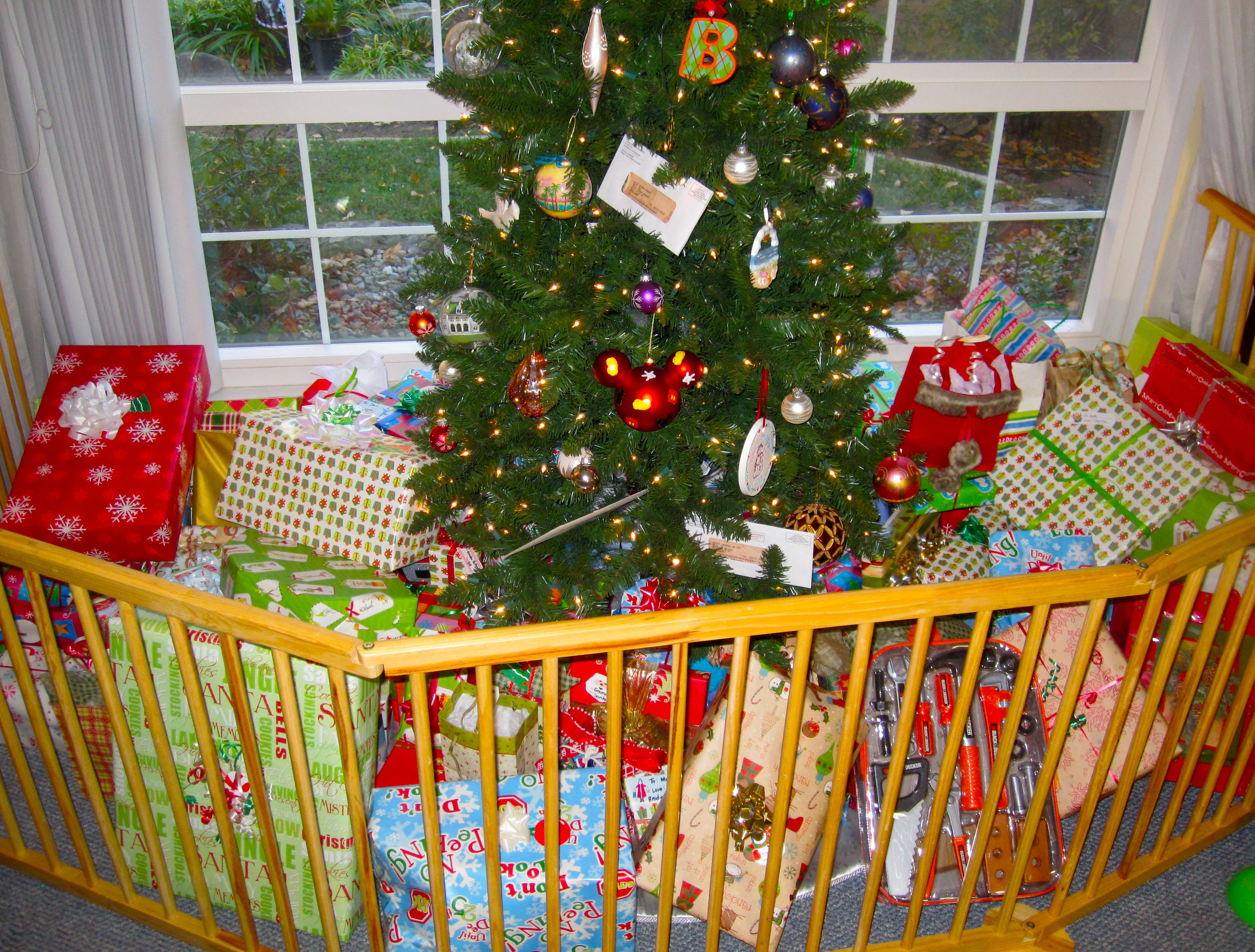 Toddler Proof Christmas Tree.How To Toddler Proof Your Christmas Tree The Organised