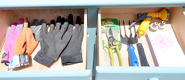 {The Organised Housewife} Creating an Outdoor Potting Bench 16