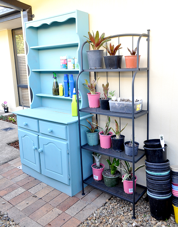 {The Organised Housewife} Creating an Outdoor Potting Bench 18