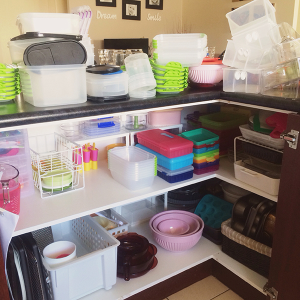{The Organised Housewife} Organising Tupperware Plastics Cupboard 1