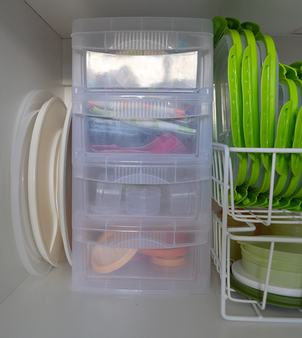 {The Organised Housewife} Organising Tupperware Plastics Cupboard 5