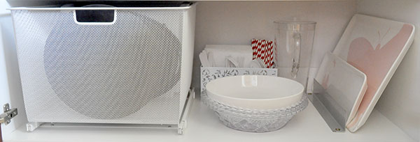 {The-Organised-Housewife}-Orgnaise-the-crockery-cupboard-10