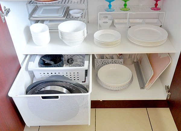 {The-Organised-Housewife}-Orgnaise-the-crockery-cupboard-14