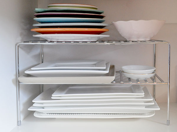 {The-Organised-Housewife}-Orgnaise-the-crockery-cupboard-4