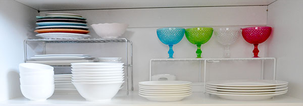 {The-Organised-Housewife}-Orgnaise-the-crockery-cupboard-6