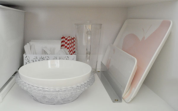 {The-Organised-Housewife}-Orgnaise-the-crockery-cupboard-8