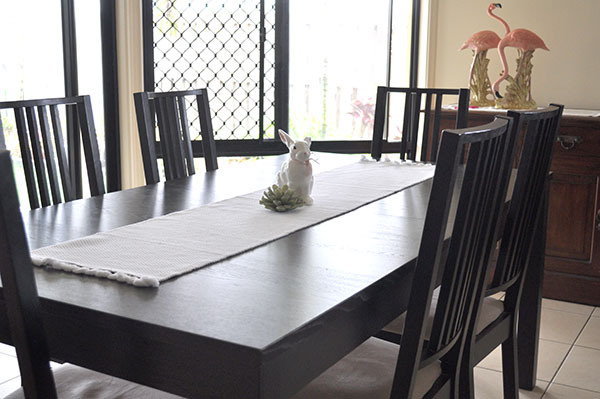 {The-Organised-Housewife-Dining-Table}-Declutter-Challenge---Tableclothes-1