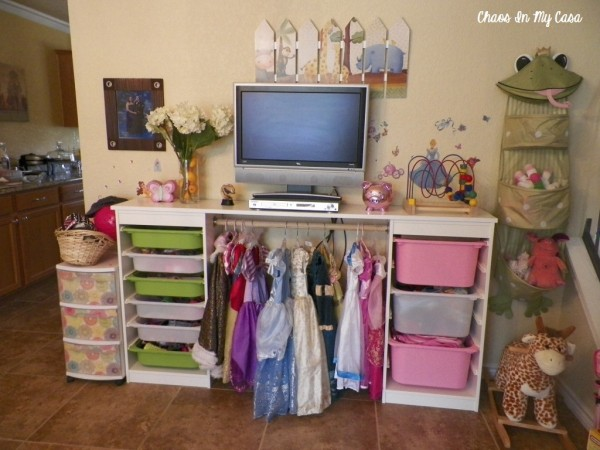 Dress ups hanging storage