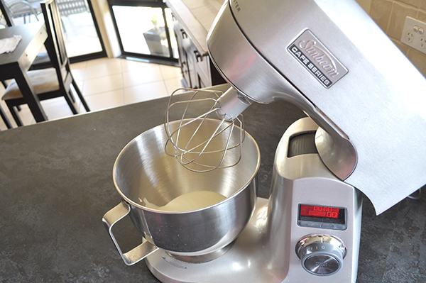 {The Organised Housewife} Sunbeam MixMaster 10
