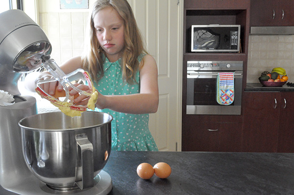 {The Organised Housewife} Kids in the Kitchen - Healthy Apple Cake 4