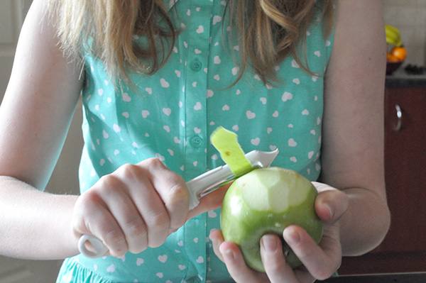 {The Organised Housewife} Kids in the Kitchen - Healthy Apple Cake 7