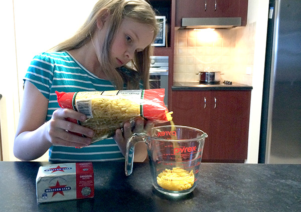 {The Organised Housewife} Kids in the Kitchen - Macaroni and Cheese 3