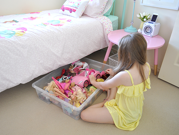 {The Organised Housewife} Girls Bedroom Makeover under bed storage 2