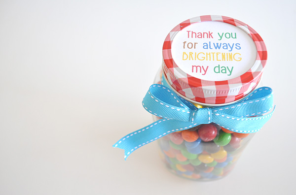 ... Organised Housewife} Teacher Appreciation Gift - Bright day m&m jars 2