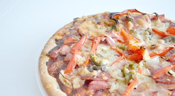 {The Organised Housewife} Left over Christmas Ham Pizza