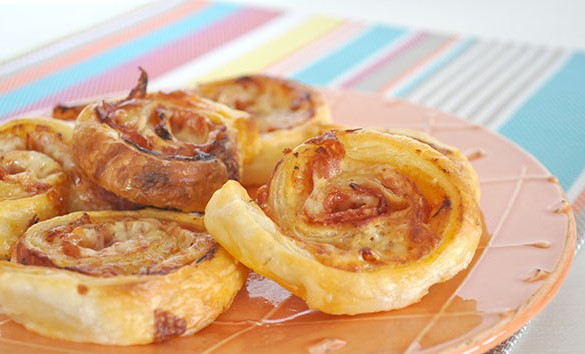 {The-Organised-Housewife}-Super-Easy-Puff-Pastry-Pizza-Scrolls-9