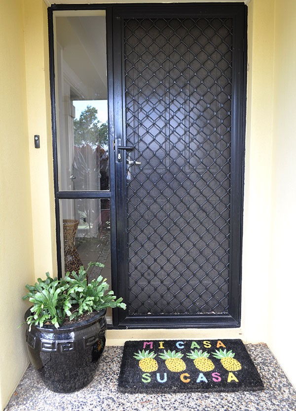 tropical-front-entry-pineapple-door-mat