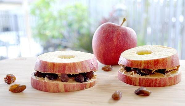 Healthy-After-School-Snack-ideas---apple-peanut-butter-and-sultana-slices