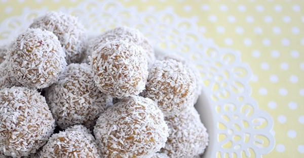 The Apricot, Coconut & Muesli Balls are a great light and healthy bite sized snacks, perfect for the kids luncbhoxes.