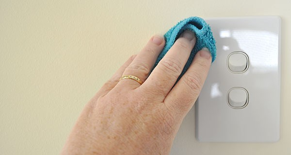 How-to-clean-a-light-switch