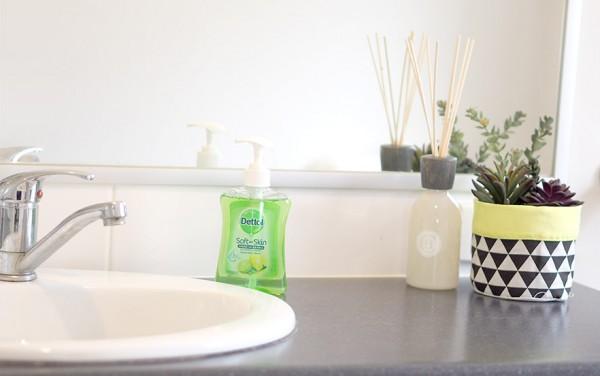 Organising-bathroom-11