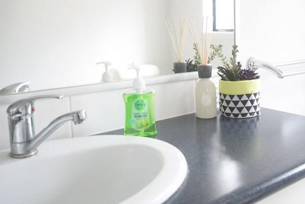 Organising-bathroom-30