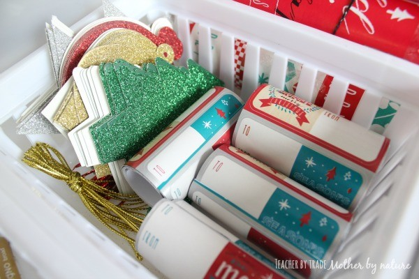 gift-wrapping-station-tags