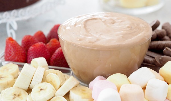 This Chocolate Toblerone dip is amazing.... so delicious, is only 3 ingredients and really quick to make. Serve it at your next celebration with fruit and marshmallows, chocolate lovers will be amazed!