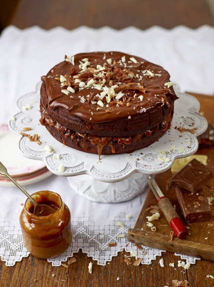 This Chocolate & Salted Caramel Cake by Jamie Oliver looks amazing. A chocolate cake with a hint of coffee, salted caramel oozing between two cake layers, topped with a chocolate ganache. This will certainly be a show stopper!