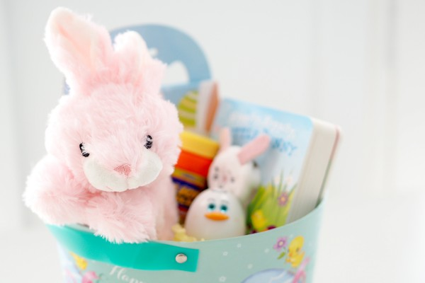 25 sugar free easter gift ideas for kids the organised housewife ive created a litte sugar free easter basket for my nieces to give negle Choice Image