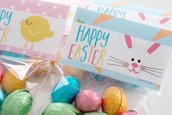 Happy easter printable easter bag topper the organised housewife fill clear little bags with easter eggs and add a fun easter bag topper this negle
