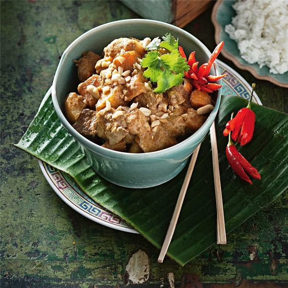 Massaman Beef Curry Recipe - Weekly meal plan plus family friendly recipe ideas to help you work out what to cook for dinner.