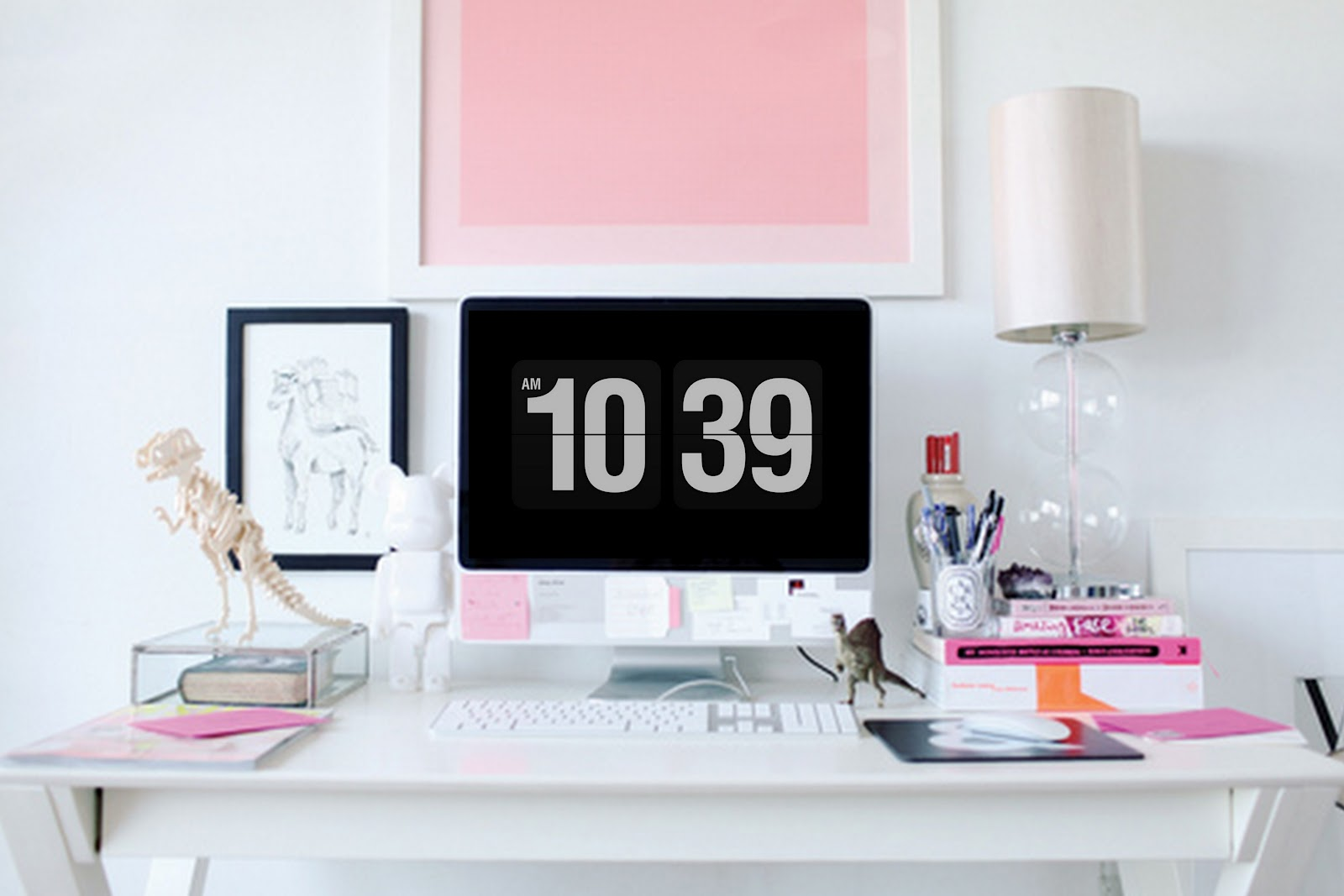 I've had a few readers ask me how to create this Digital Black and White Flip Clock Screensaver Background for the computer, it's really cool isn't it mimicking the appearance of the old retro flip clocks. I use it as my screen saver, it switches on after 5 minutes. People laugh as on my big iMac it's rather large, but it's a fabulous retro look.