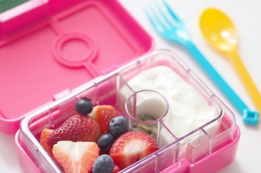 Yumbox-MiniSnack-Lunchboxes-FEATURE