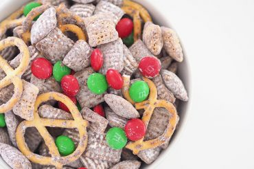 christmas-chow-sweet-christmas-snack-idea-feature