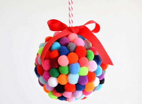 CHRISTMAS CRAFT IDEA - POM POM ORNAMENT - I love all the different colours in these pom pom ornaments. They are super cute and can be displayed even after Christmas time.