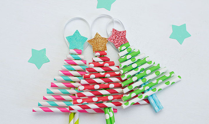 CHRISTMAS CRAFT IDEAS - PAPER STRAW CHRISTMAS TREE - Get crafty with the kids this holiday season with these darling decorative paper straw Christmas tree ornaments that are so inexpensive!