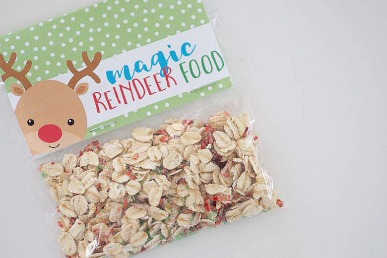 A jar of christmas cookies recipe card the organised housewife magic reindeer food treat bags are an easy and inexpensive gift that the kids can give forumfinder
