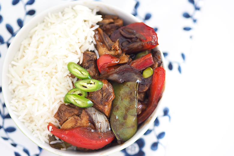 Struggling for weeknight dinner ideas? In our busy household I like our weeknight dinners to be quick and easy. Stir-fries can be made in 15 minutes or less, are super easy and taste good.  It's also a great dish to use up any vegetables you have in the fridge that are about to spoil.