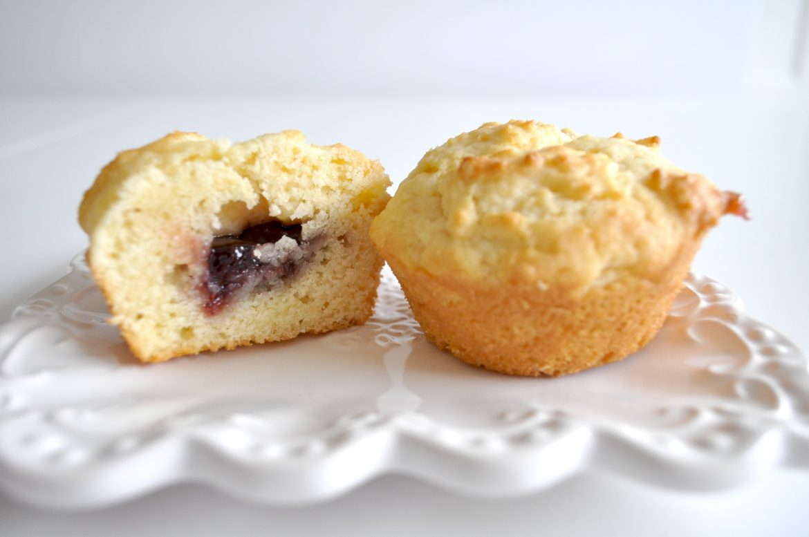 JAM & CREAM MUFFINS - This tastes just like a jam and cream scone. Such a yummy recipe!