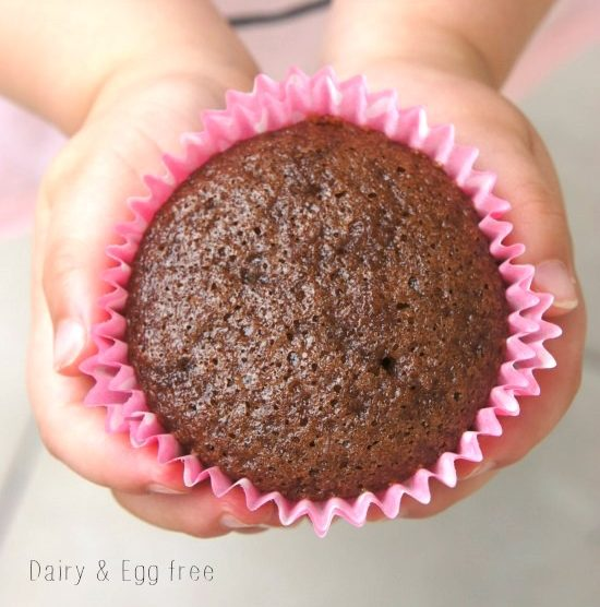 EASY CHOCOLATE CUPCAKE - Here is a delicious, quick and easy chocolate cupcake recipe that you can whip up at a moments notice. They are also wonderful to make with kids. These cupcakes are diary and egg free, so perfect for children who suffer from food allergies (or have friends that do) and are moist and delicious.